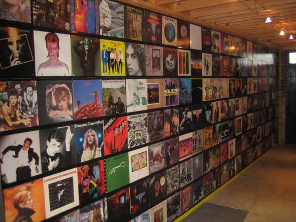 Walls on pinterest vinyl records record wall and pop punk for Vinyl records decorations for wall